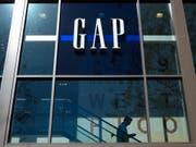 Die mit schrumpfenden Erlösen kämpfende US-Modekette Gap muss sich einen neuen Konzernchef suchen. (Bild: KEYSTONE/AP/JAE C. HONG)