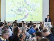 Parteipräsident und Nationalrat Jürg Grossen spricht an der Delegiertenversammlung der Grünliberalen Partei der Schweiz am Samstag in Spiez. (Bild: KEYSTONE/PETER SCHNEIDER)
