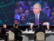 Russland soll nach den Worten von Staatschef Putin bei der Entwicklung künstlicher Intelligenz weltweit führend sein. (Bild: KEYSTONE/AP Pool Sputnik Kremlin/ALEXEI NIKOLSKY)