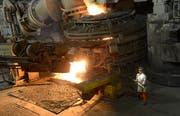 Blick in die Produktion der Swiss Steel AG. (Bild: Eveline Beerkircher, Emmenbrücke, 24. August 2013)