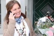 Gaby Müller nimmt am Telefon die ersten Glückwünsche zu ihrer erfolgreichen Wahl entgegen. (Bild: Barbara Hettich)