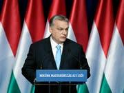 Ungarns Ministerpräsident Viktor Orban kündigt finanzielle Anreize für Frauen an, mehrere Kinder zu haben. (Bild: KEYSTONE/AP MTI/SZILARD KOSZTICSAK)