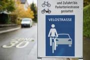 Die Lindenstrasse als Velostrasse: Das Verkehrssystem fand Anklang. (Bild: Urs Bucher (21. Oktober 2016))