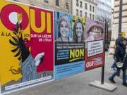 In Genf stimmten die Stimmbürger über drei kantonale Vorlagen ab. Gemäss den vorläufigen Resultaten wurde das revidierte Gesetz zur Trennung von Kirche und Staat angenommen. (Bild: Keystone/MARTIAL TREZZINI)