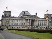 Die SPD und die Unionsparteien haben in der deutschen Wählergunst leicht zugelegt. (Bild: KEYSTONE/EPA/CLEMENS BILAN)