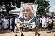 Anhänger von Félix Tshisekedi feiern am 24. Januar in Kinshasa die Inauguration des neuen Präsidenten. (Bild: John Wessels/AFP)