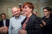 Sichtlich erfreut: die gewählte Barbara Dätwyler mit Ehemann Adrian Weber.