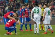 Die Partie zwischen dem FC Basel und dem FC St.Gallen war hart umkämpft – sie lieferte Stoff für viele Geschichten. (Bild: Keystone)