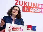 «Erst mal eine Positionierung»: SPD-Parteichefin Andrea Nahles erläutert die Abkehr der Parteispitze von Hartz IV. (Bild: KEYSTONE/EPA/HAYOUNG JEON)