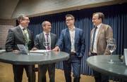 Bild der Kandidaten von einem Wahlpodium: Daniel Sommer, Turi Schallenberg, Roger Martin und David H. Bon.