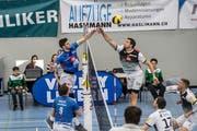 Luzerns Strahinja Brzakovic (links) gewinnt gegen Amriswils Thomas Zass das Duell über dem Netz. Bild: Nadia Schärli (Luzern, 10. Februar 2019)
