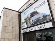 Die Stadt Montreux hätte sich mit 27 Millionen Franken an der Renovation des Kongresszentrums beteiligen sollen. Unter anderem nutzt das Montreux Jazz Festival die Säle des Gebäudes. (Bild: Keystone/JEAN-CHRISTOPHE BOTT)