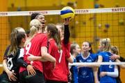 Den Spielerinnen von Volleya Obwalden läuft es gegenwärtig rund.Bild: Eveline Beerkircher