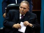 Der algerische Langzeitpräsident Abdelaziz Bouteflika tritt trotz seiner schwer angeschlagenen Gesundheit erneut zur Wiederwahl an. (Bild: KEYSTONE/AP/SIDALI DJARBOUB)