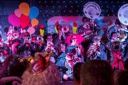 Mit dem «Tanz der Vampire» zeigen sich die Städtli-Schränzer schaurig-schön elegant (Bild: Sascha Erni)