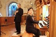 Klarinettist Michele Croce und Organistin Eun Hye Lee spielen auf der Empore der katholischen Kirche Weinfelden. (Bild: Manuela Olgiati)