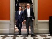 SBB-Chef Andreas Meyer (rechts) und Laurent Troger von Bombardier nehmen in der Verkehrskommission Stellung zu den Problemen mit dem neuen Doppelstockzug. (Bild: Peter Klaunzer, Bern, 11. Februar 2019)