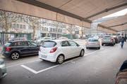 Auf Marktplatz (Bild) und Blumenmarkt sollen die Parkplätze auf den 1. April 2019 hin aufgehoben werden. (Bild: Urs Bucher - 3. Januar 2019)