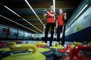 Die Zugerin Raphaela Keiser (links) und die Luzernerin Selina Witschonke vertreten die Schweiz an den Juniorinnen-WM. (Bild: Stefan Kaiser (Zug, 7. Februar 2019))