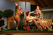 Mit witzigen Szenen trumpfte die Theatergruppe auf. (Bild: Monika Wick)