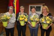 Diese vier ersten Feuerwehrfrauen im Kanton Uri wurden für 25 Jahre Mitgliedschaft geehrt. Patricia Gisler, Sandra Indergand, Isabelle Jaun und Luzia Zgraggen (von links). (Bild: Paul Gwerder, Erstfeld, 9. Februar 2019)