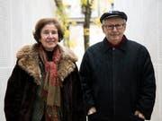 Unerbittlich auf der Jagd nach Nazi-Schergen: Beate Klarsfeld und ihr Mann Serge in der Pariser Shoa-Gedenkstätte 2017. (Bild: KEYSTONE/EPA/ETIENNE LAURENT)