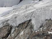 Die Gletscher weltweit besitzen wahrscheinlich deutlich weniger Eis als bisher angenommen. (Bild: KEYSTONE/GAETAN BALLY)