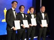 Bernd Bickel, Thabo Beeler, Derek Bradley und Markus Gross (v.l.n.r.) präsentieren ihre Preisurkunden. (Bild: Martina Haefeli / ETH Zürich)