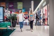 Die Sommerhitze hat die Lust auf Kleiderkäufe gedämpft, auch in der Shopping-Arena. (Bild: Michel Canonica (St.Gallen, 14. Juni 2018))