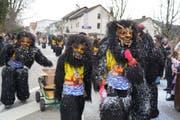 Unheimliche Gestalten suchen nach Gegnern für ihre Konfettischlachten. (Bilder: Maya Heizmann)