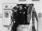 Die islamische Revolution vor 40 Jahren: Der religiöse Führer Ayatollah Ruhollah Chomeini bei seiner Rückkehr aus dem Exil am 1. Februar 1979. (Bild: KEYSTONE/AP/FY)