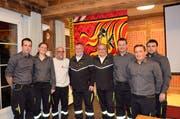 Der Vorstand mit den Geehrten: (von links) André Gisler, Tanja Marty, Max Gisler, Beat Zgraggen, Franz Exer, Philipp Waldis, Meinrad Breu und Marcel Buffat. (Bild: PD)