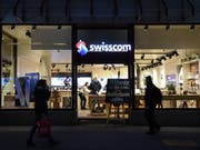 Mehr Lohn für die Swisscom-Mitarbeitenden: Angestellte mit einer guten Leistung bekommen ab April mindestens 0,9 Prozent mehr Lohn. (Bild: KEYSTONE/MELANIE DUCHENE)