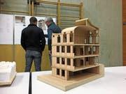 Die neue Urnäscher Kanzlei soll, wie es das Modell zeigt, als traditioneller Holzständerbau realisiert werden. (Bild: APZ)