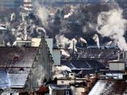 Die Schweiz soll ihren CO2-Aussstoss senken. Anders als der Nationalrat befürwortet die Umweltkommission des Ständerates Massnahmen im Inland. (Bild: KEYSTONE/ALESSANDRO DELLA BELLA)