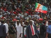 Zum Zwischenfall kam es bei einem Wahlkampfauftritt des nigerianischen Präsidenten Muhammadu Buhari. (Bild: KEYSTONE/EPA/TIFE OWOLABI)