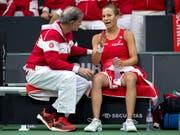 Das Schweizer Fed-Cup-Team steht im Aufstiegs-Playoff auswärts gegen die USA vor einer schwierigen Aufgabe: Captain Heinz Günthardt mit Viktorija Golubic (Bild: KEYSTONE/ANTHONY ANEX)