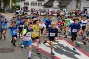 Die Kategorien der jüngeren Läuferinnen und Läufer erfreuen sich Jahr für Jahr einer grossen Beteiligung. (Bild: Werner Lenzin, 29.April 2018)