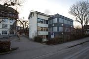 Im Erweiterungstrakt des Schulhaus Hofmatt hat die Gemeinde in zwei Räumen erhöhten Naphthalinwert festgestellt. (Bild: Dominik Wunderli, Horw, 12. Februar 2019)
