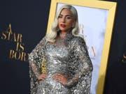 Sollte Lady Gaga auf der Bühne eine emotionale Oscar-Rede halten, bekommen das die TV-Zuschauer nicht mit: Die Oscar-Gala am 24. Februar wird nur noch in gekürzter Variante übertragen. Nicht mehr gezeigt werden Nebenkategorien sowie die Dankesreden der Gewinner. (Bild: KEYSTONE/AP Invision/JORDAN STRAUSS)