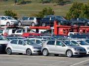 Autos kaufen auf Pump: Laut einer Umfrage verwendeten 44 Prozent der Kreditnehmer ihre Finanzierung für ein Auto. (Bild: KEYSTONE/WALTER BIERI)