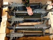 Schweizer Waffen sind Exportschlager. Die Diskussion um schärfere Regel für den Export ist in vollem Gang. (Bild: KEYSTONE/GAETAN BALLY)