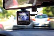 Die St.Galler Kantonspolizei sucht erstmals aktiv und per Zeugenaufruf Autofahrer, die mit eingeschalteter Dashcam den Unfallhergang auf der A1 filmten. (Bild: KEYSTONE/DPA/Wolfgang Kumm)