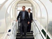 Brasiliens Präsident Jair Bolsonaro bei seiner Rückkehr nach Brasilia nach einem 17-tägigen Spitalaufenthalt. (Bild: KEYSTONE/AP Brazil's Presidential Press Office/MARCOS CORREA)