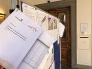 Aktuelle Planauflagen im Eingangsbereich des Gemeindehauses Herisau. Bild: Roger Fuchs