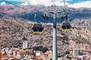 Gondeln an Stahldrahtseilen der Romanshorner Fatzer AG in der Altiplano-Hochebene der Anden in Bolivien. (Bild: Getty (La Paz, 18. Mai 2015))