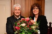 Der scheidende Präsident überbringt die Glückwünsche an seine Nachfolgerin Karin Bischof. (Bild: PD/Werner Lenzin)