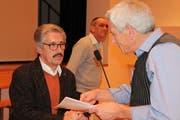 Vereinspräsident Richard Holenstein (links) im Gespräch mit dem ehemaligen Bischofszeller Stadtammann, Josef Mattle.