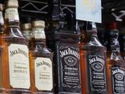 Der Zollstreit lässt die US-Whiskey-Exporte in die EU einbrechen. (Bild: KEYSTONE/AP/JEFF CHIU)