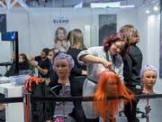 13 Haarfärbemittel zog das Kantonslabor Basel-Stadt aus dem Verkehr. (Bild: KEYSTONE/MARTIAL TREZZINI)